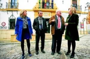 Los alcaldes, al salir de la reunión que mantuvieron ayer en el Ayuntamiento de Hornachuelos.  Foto:JUAN M. VACAS