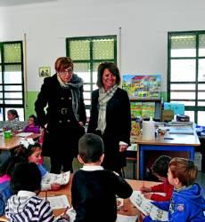 Juana Baena y Manuela Gómez en el colegio de Doña Mencía.  Foto:FRANCIS FLORES