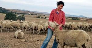 Una de las tutoras, Herminia Murillo, en su explotación de Fuente Obejuna - EVA M. HERAS