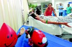 Una persona donando sangre en el CRTS. - Foto:CORDOBA