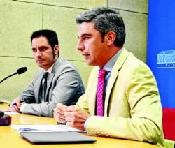 Julio Criado y Andrés Lorite, durante la rueda de prensa. - Foto:AFRICA VILLEN
