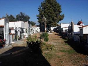 Daños a 12 nichos del cementerio de una aldea melariense