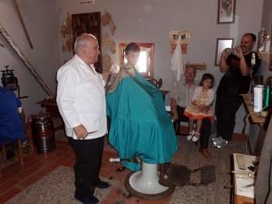 Manolo el peluquero, en Posadilla, reviviendo el pasado