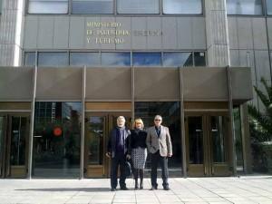 Delegación belmezana antres de entrar a la reunión