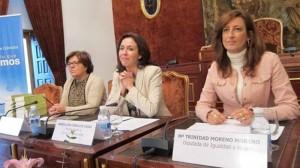 Diputación entrega los distintivos del Programa Contrata en Femenino 2013 -