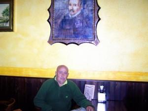 Francisco Romero, Concejal del PA en F.Obejuna, junto a la imagen del legendariio Lope de Vega