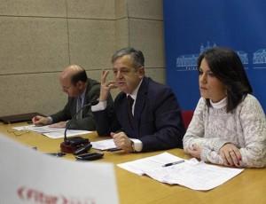 Rafael Navas, Salvador Fuentes y Rocío Soriano informan sobre Fitur, ayer. - Foto:CRISTIAN ORZAES