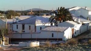 Una leve nevada tiñe algunas aldeas de Fuente Obejuna de blanco
