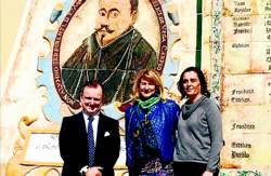 El nuevo presidente, la alcaldesa y la directora de El Cabril. - Foto:CORDOBA