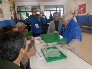 Durante la jornada se registró una gran afluencia de electores en sus respectivos colegios. - Foto:A.J. GONZALEZ / MIGUEL ANGEL SALAS / TONI BLANCO / MANUEL MURILLO / CARMONA