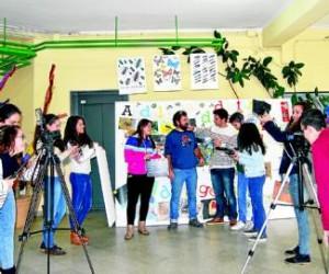 Motivados Un grupo de alumnos y su profesor, Javier Goytre en el IES Lope de Vega. - Foto:EVA M. HERAS