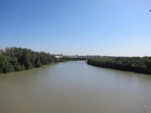 El río Guadalquivir a su paso por Córdoba capital -
