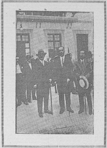Centro: D. Manuel Camacho. Alcalde de Fuente Obejuna.- Derecha: D. Alfredo Gil Muñiz. Inspector de Escuelas. Izquierda: D. Julián Azofra, Ingeniero Municipal.