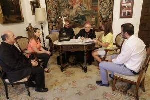 El obispo y la alcaldesa de Fuente Obejuna acuerdan continuar con visitas teatralizadas a templos -