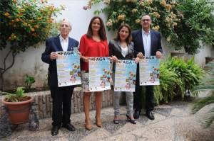 Autoridades y organizadores muestran el cartel de la Feria Agroganadera. - Foto:CORDOBA