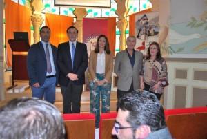 El investigador, con el rector, la gerente del GDR y los alcaldes. - EVA MARIA HERAS