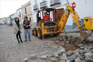 La regidora, Silvia Mellado, visita los trabajos. - Foto:E.M.H.