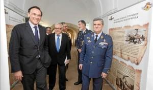 Autoridades civiles y militares, en la apertura de las jornadas. - Foto:A.J. GONZALEZ