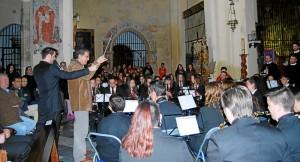 La banda mellariense de Cornetas y Tambores y Banda Municipal de Música en el concierto didáctico. - Foto:EVA M. HERAS