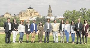 José Antonio Nieto, junto a los candidatos al Congreso y al Senado del PP por la provincia de Córdoba, en el Parque de Miraflores. - A.J. GONZÁLEZ