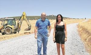 La alcaldesa, Silvia Mellado, y el director de la obra, Enrique Cañabate. - EVA M. HERAS
