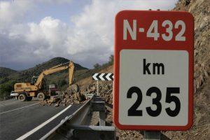 Un desprendiento de ladera en la N-432 en el año 2009. - Fotto: FRANCISCO GONZÁLEZ