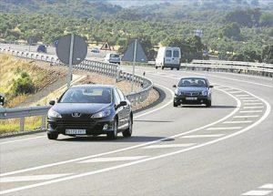 Tráfico en la carretera Nacional 432 a su paso por la capital cordobesa. - CÓRDOBA