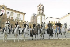 Imagen de los caballos y jinetes que intervienen en la obra. - EVA MARÍA HERAS