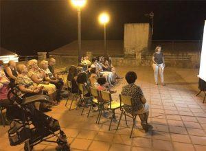 Charla en la aldea de Alcornocal. - EUROPA PRESS