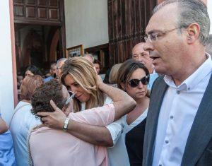 La presidenta Susana Díaz, en la iglesia de Valdeolleros, con Ambrosio y Durán. - AJ GONZÁLEZ
