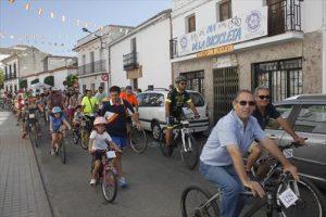 Un momento del paseo de ciclistas por las calles. - CASAVI