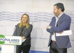 Marifran Carazo y Adolfo Molina, en la sede del PP. - CÓRDOBA