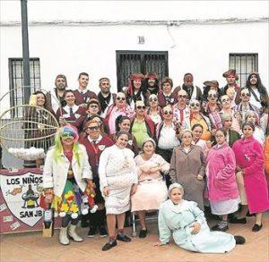 Los vecinos de Argallón celebrando el Carnaval. - E. GUZMÁN/ F. CAÑASVERAS/ E.M. HERAS