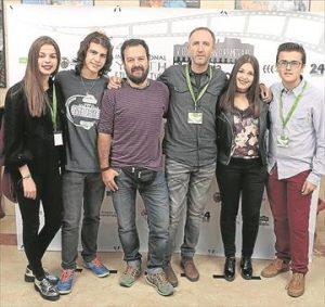 Los profesores coordinadores de la actividad, con los alumnos. - EVA M. HERAS