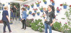 Cuidadoras del patio de la calle Córdoba, 5. - PADILLA/ R.SÁNCHEZ/ R.C.C./ CASAVI/ J. MORENO/ J.A. AGUILAR /HERAS