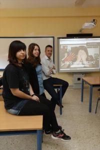 Las alumnas del IES Trassierra premiadas, con su profesor - SÁNCHEZ MORENO