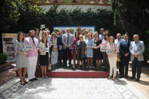 Los 18 premiados en las tres modalidades del concurso junto a autoridades de la Diputación y representantes de las entidades colaboradoras, ayer. - CÓRDOBA