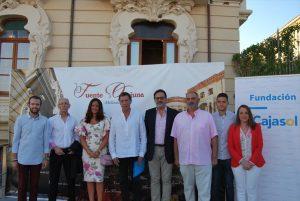 El actor Ramón Langa (cuarto por la izda.), junto a Manuel Gahete, Esther Ruiz, Silvia Mellado y concejales. - EVA M. HERAS